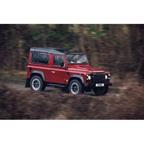 В Land Rover выпустят лимитированный Defender с 400 л.с.