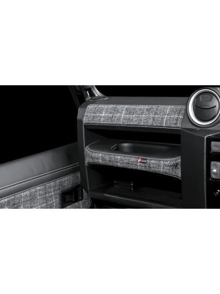 Перетяжка пассажирской панели и ручки двери от Kahn Design для Land Rover Defender