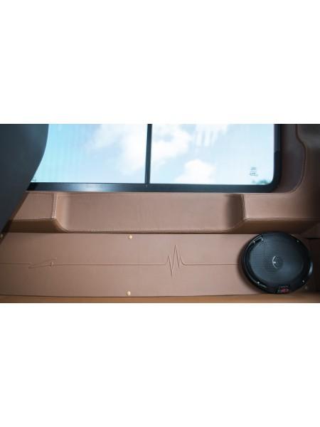 Кожаные боковые панели от Kahn Design для Land Rover Defender 110