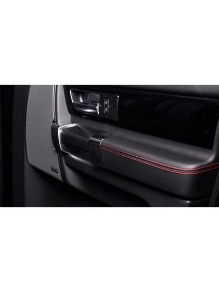 Сметанные детали подлокотников на четыре двери от Kahn Design для Land Rover Discovery 4