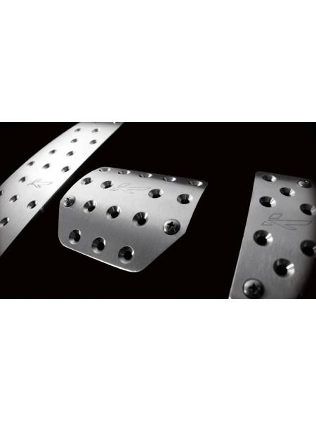 Вентилируемые ножные педали из обработанного алюминия от Kahn Design для Land Rover Discovery 4