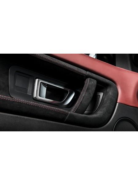 Перетяжка дверных вставок в коже или алькантаре от Kahn Design для Range Rover Evoque
