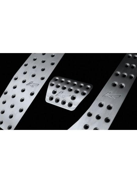 Вентилируемые ножные педали из обработанного алюминия от Kahn Design для Range Rover L405
