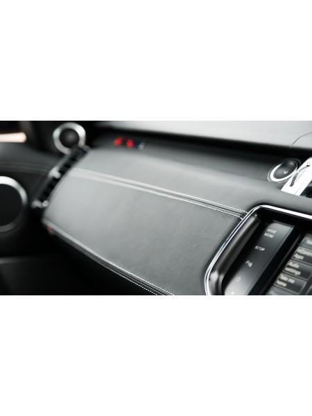 Перетяжка приборной панели в коже или алькантаре от Kahn Design для Range Rover Sport L494