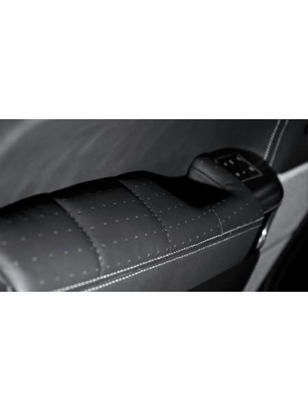 Перетяжка подлокотников двери в коже от Kahn Design для Range Rover Sport L494